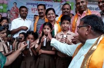 video : सेहत का गिलास हर बच्चे के हाथ सन्देश को लेकर अन्नपूर्णा दूध योजना शुरू, उदयपुर में गृहमंत्री कटारिया ने कही ये बात