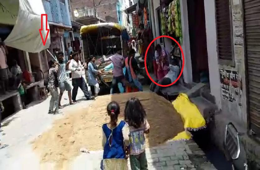 यूपी के महराजगंज में दो पक्षों में बवाल, चले लाठी डंडे तो मोहल्ले में मच गई भगदड़, पुलिस ने लिया बड़ा एक्शन