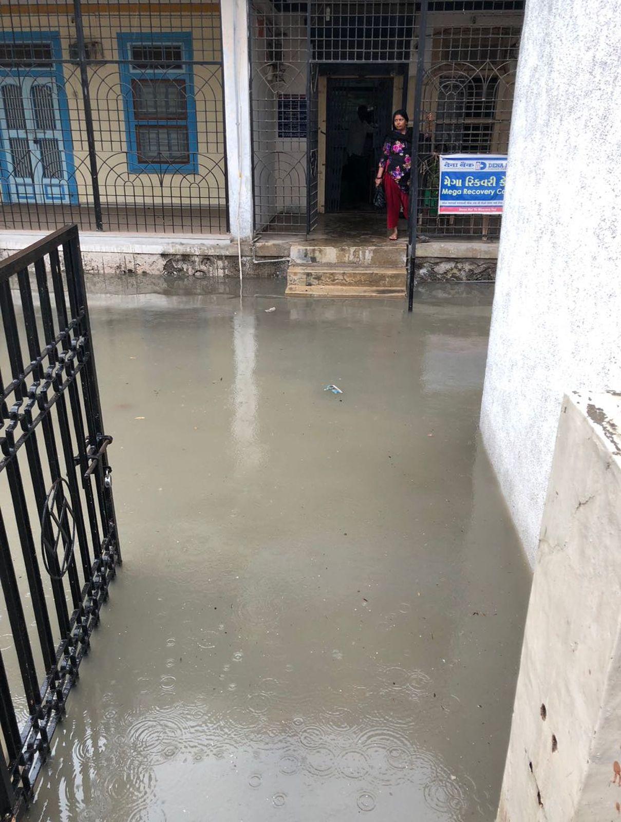 तेज बारिश खतरा अभी थमा नहीं, किंतु जल से भरे इन गांवों की न प्रशासन और न सरकार को कोई फिक्र, खराब हैं हालात