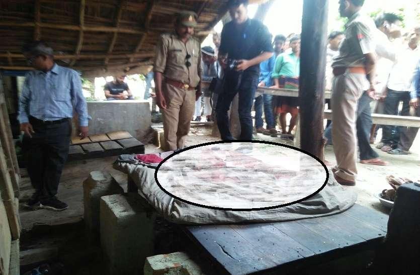 दुकान के बाहर सो रहे युवक की गला रेतकर हत्या, गांव में तनाव, पुलिस फोर्स तैनात