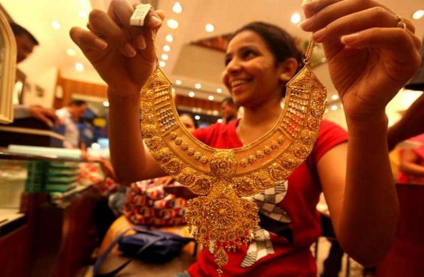 210 रुपए महंगा हुअा सोना, चांदी की चमक पड़ी फीकी