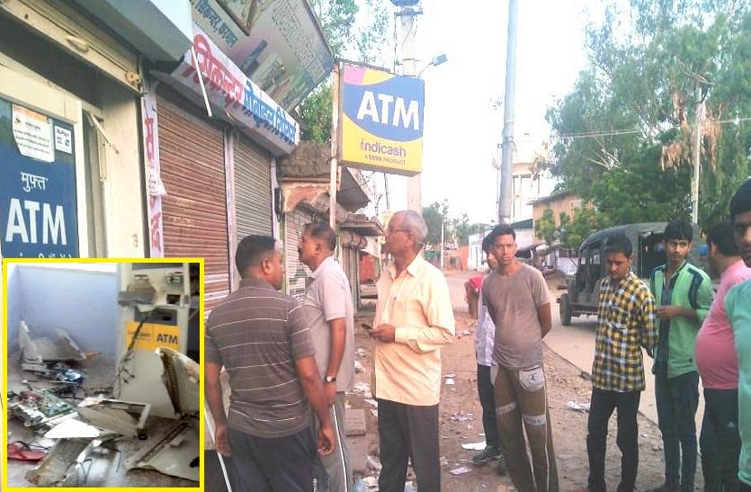 बदमाशों ने CCTV की केबिल तोड़कर बाहर फेंक दी, उखाड़ ले गए पूरा ATM; लोगों ने कॉल की तो पुलिस उपाधीक्षक ने नहीं की रिसीव