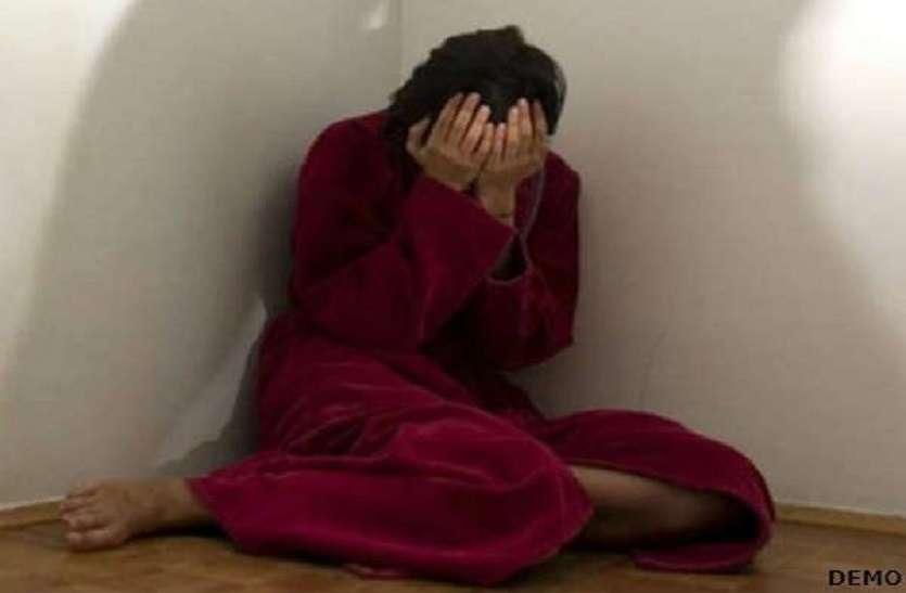 शर्मनाक: अब यूपी के बस्ती में घर में घुसकर युवक ने नाबालिग से किया रेप, विरोध करने पर लड़की के साथ किया ये