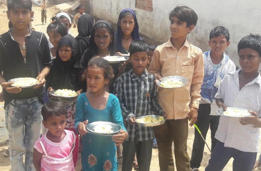 सरकार शिक्षा क्षेत्र में हर साल करोड़ों रु. खर्च करती है, फिर भी बच्चों के खाने पर भ्रष्टाचार भारी; मदरसे में न हैं रसोई न आलमारी