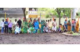 हरित प्रदेश में सहयोग के लिए हरी साड़ी पहन पहुंची महिलाएं