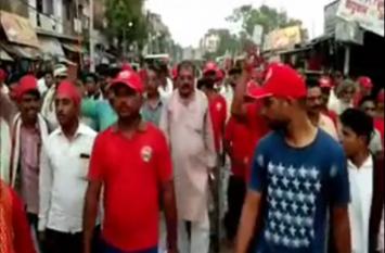 सपा कार्यकर्ताओं ने निकाली युवा चेतना रथ यात्रा, गिनाई पार्टी की खूबियां