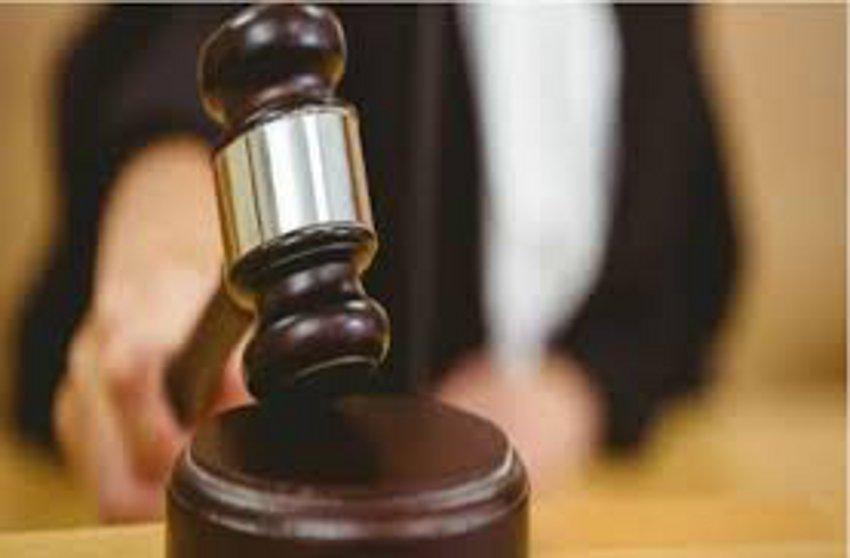 भोजनालय में शराब बेचने वाले को सुनाई सजा
