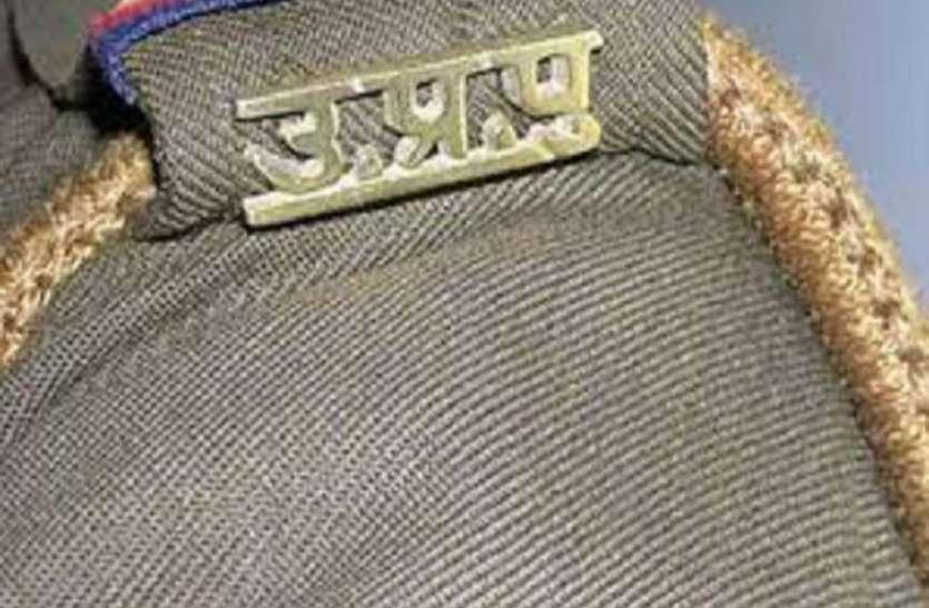 यूपी पुलिस के इस सिपाही का कारनामा जानकर आप भी रह जाएंगे हैरान, एसएसपी के आदेश पर दर्ज हुआ  मुकदमा