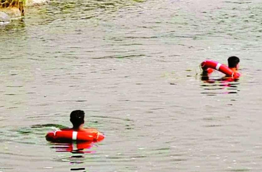 तापी नदी में डूबे दो युवक