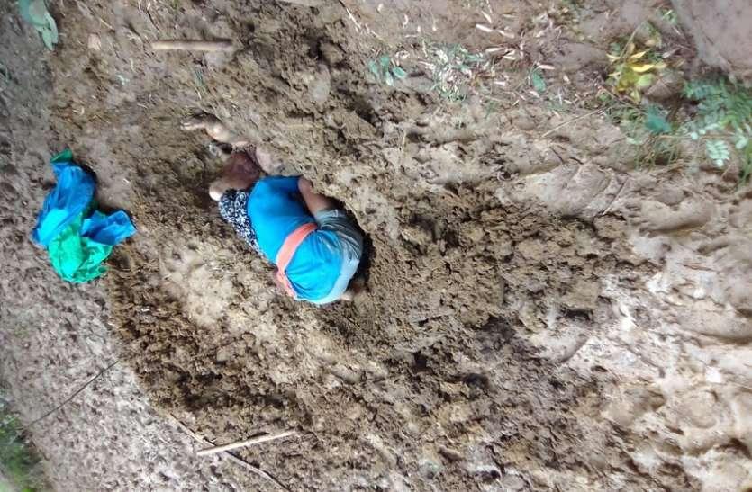 चार दिनों से लापता महिला का खेत में गड़ा मिला शव