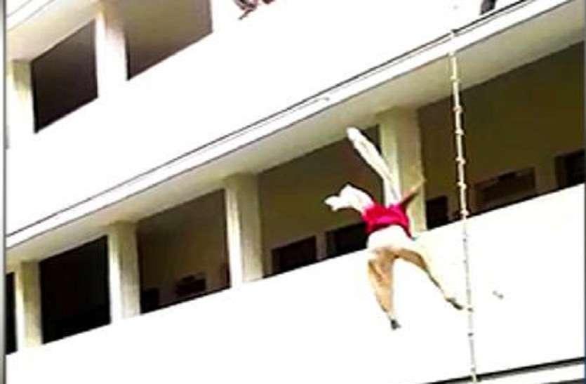 मॉक ड्रिल के दौरान दूसरी मंजिल से गिरी छात्रा की मौत