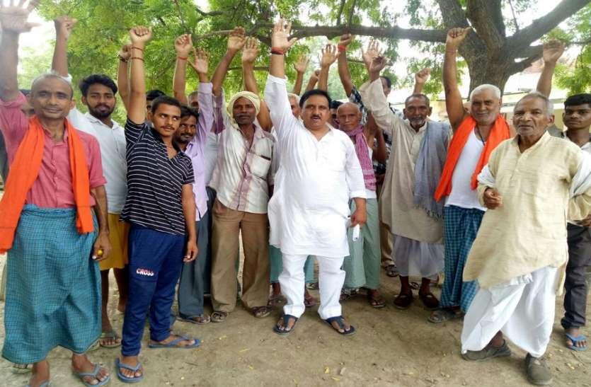 PM मोदी पर किसान विरोधी होने का आरोप, निकाला मार्च, किया प्रदर्शन