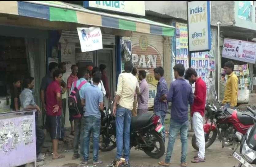 गन पॉइंट पर लेकरफ़िल्मी अंदाज में एटीएम छीन कर निकाले 40 हजार रुपए