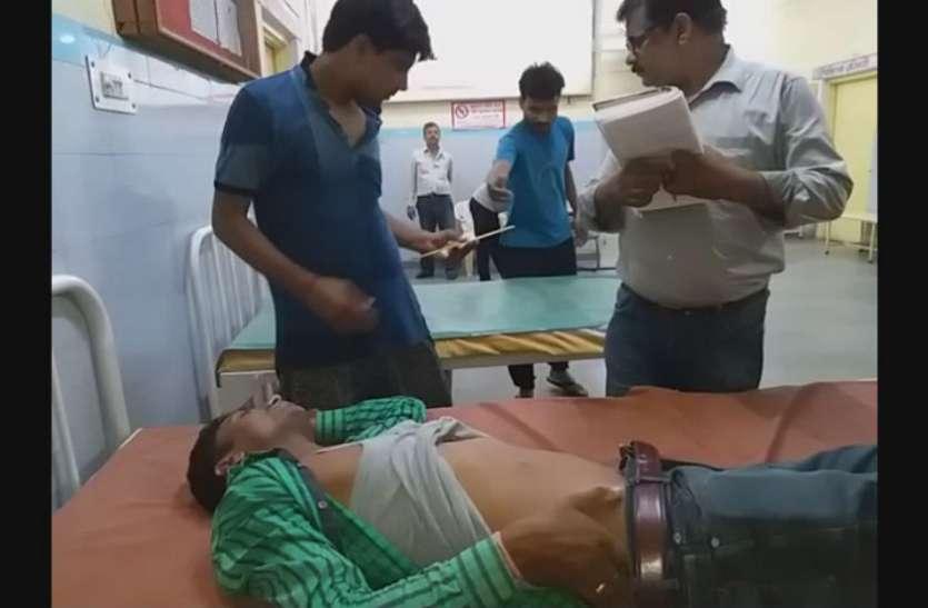 बाइक सवार बदमाशों ने युवक को मारी गोली