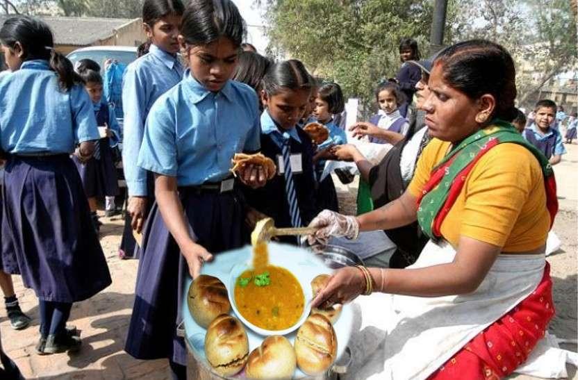 प्रदेश के इस स्कूल में बच्चों को मिल रही है देसी घी में बनी गरमागरम दाल-बाटी और मीठा दूध, शिक्षित युवाओं ने संभाला शिक्षा का मोर्चा