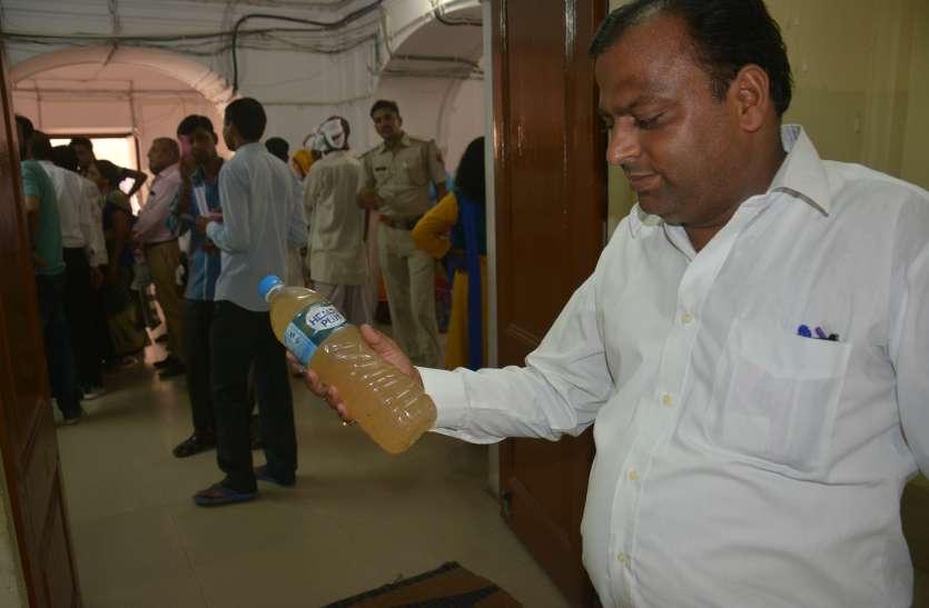 अलवर में दूषित पानी पीने को मजबूर लोग, बीमारियों का है खतरा