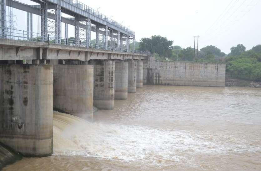 शिवना नदी में फिर बढ़ा पानी,कालाभाटा बांध का गेट खोला
