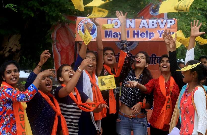 उदयपुर में दिखने लगी चुनावी रंगत ....... खूब गूंज रहा 'मे आइ हेल्प यू' ....
