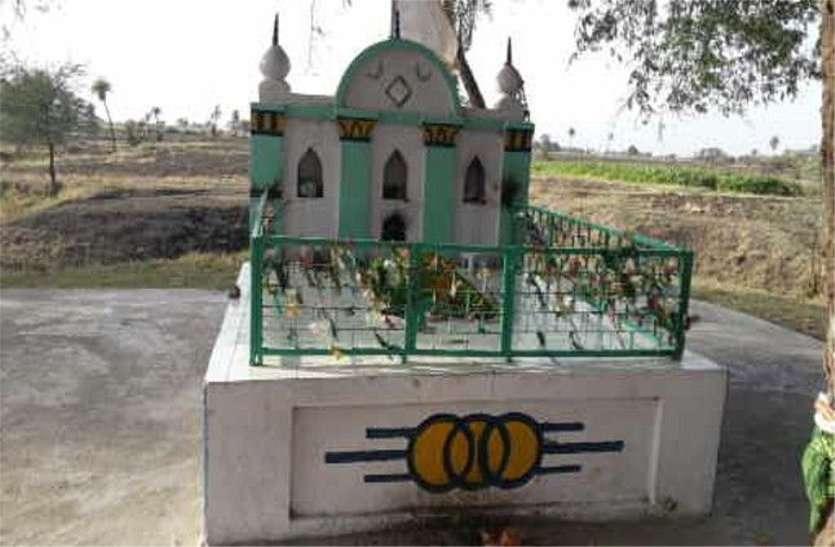 गैर मुस्लिमों का गांव, मनोकामना पूरी होने पर पीर को चढ़ाते हैं चूरमा