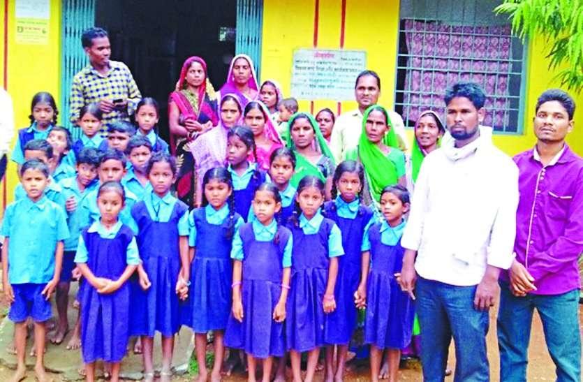 एक शिक्षक के भरोसे चल रहा स्कूल, शिक्षा अधिकारी को ज्ञापन सौंपकर व्यवस्था करने की गई मांग