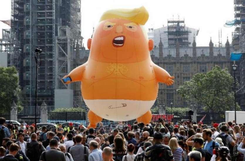 लंदन: बतौर राष्ट्रपति पहले दौरे पर लंदन पहुंचे ट्रंप का लोगों ने 'डायपर बेबी ट्रंप' गुब्बारा उड़ाकर जताया विरोध