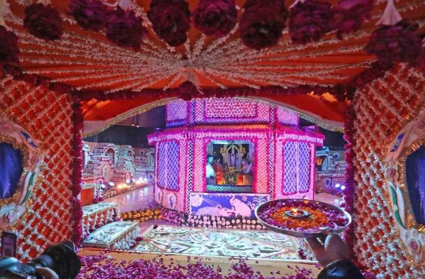 पुष्करणी के बीच जल व पुष्प बंगले में दिए प्रभु वेंकटेश ने दिव्य दर्शन