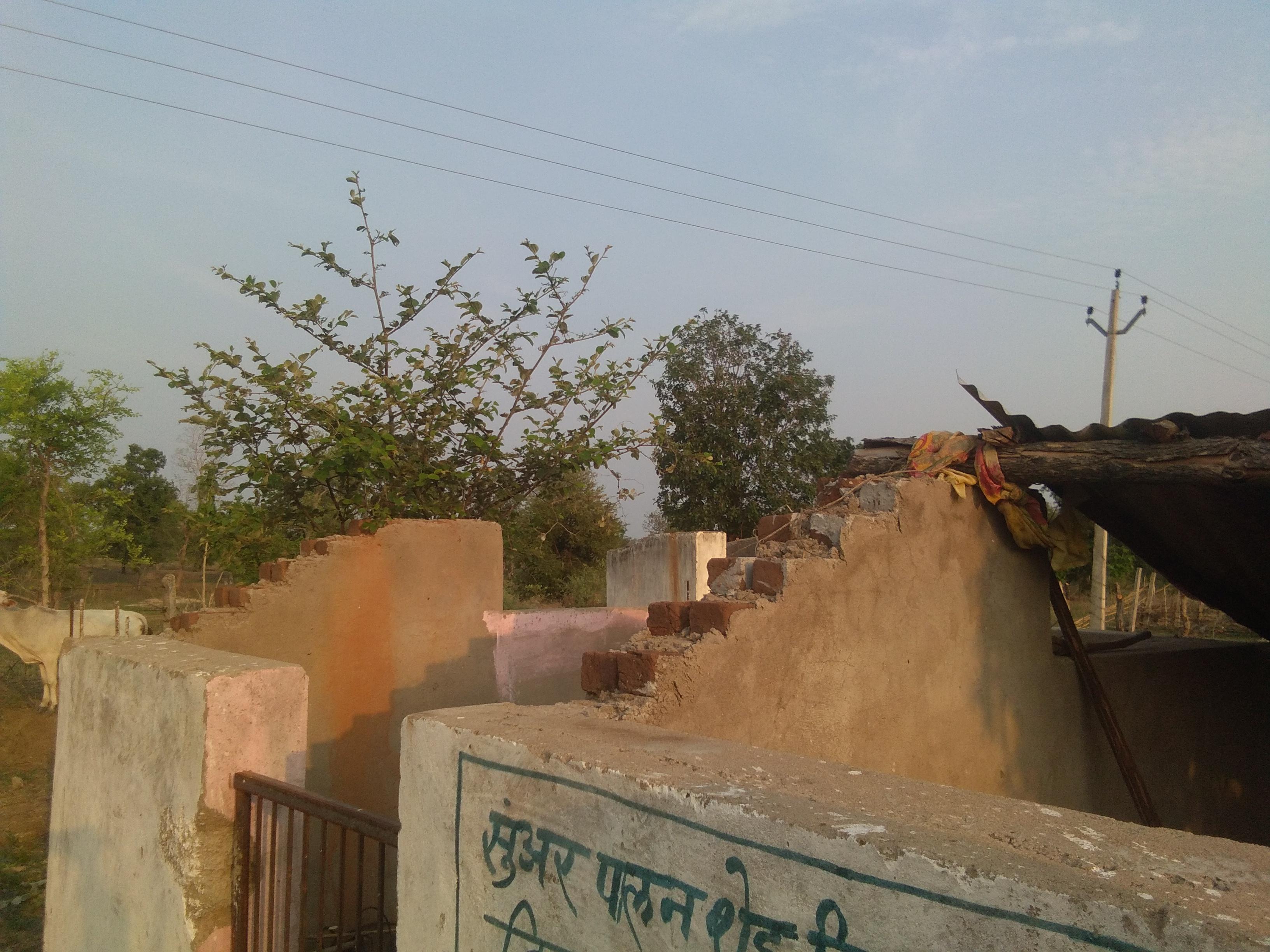 विस्थापित ग्राम के बैगा आदिवासियों को नहीं मिल पा रही हैं मूलभूत सुविधाएं