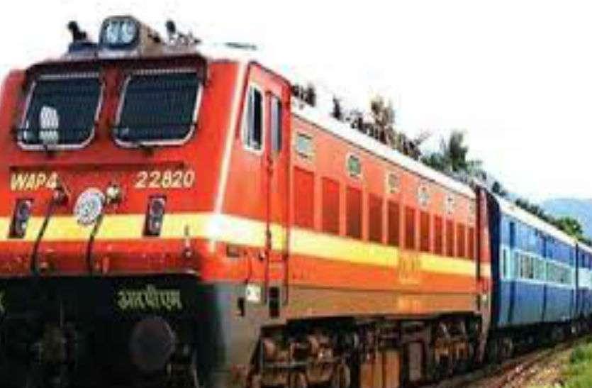 स्टेशन में पानी पीने उतरी 17 साल की किशोरी, ट्रेन चली तो परिजनों के उड़ गए होश