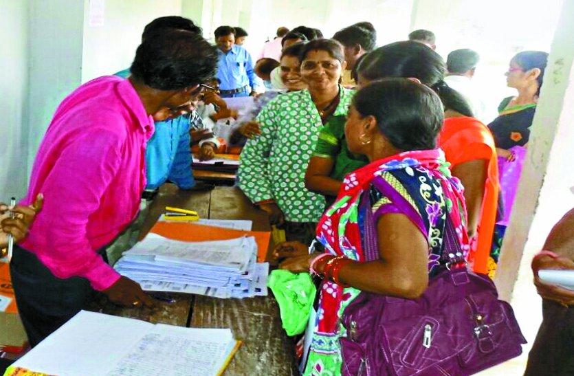 बालोद विकासखंड के 703 शिक्षाकर्मियो में 518 का होगा संविलियन, कागजी कार्रवाई में ही बीत गया पहला दिन