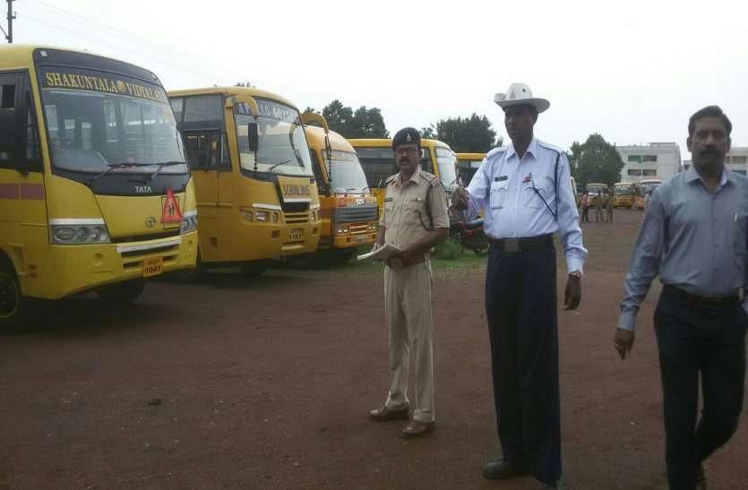 पुलिस परेड ग्राउंड में फिटनेस टेस्ट में पहुंची बसों के साथ चालकों का भी हुआ टेस्ट