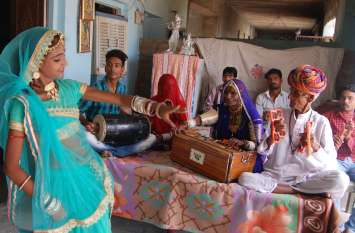 80 की उम्र में भी संगीत में मिठास घोल रही माण्ड गायिका गवरी देवी