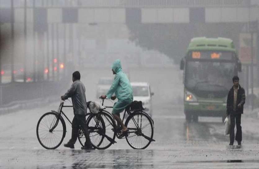 मौसम का रेड अलर्ट : शहर के कई इलाकों में हो रही बारिश तो कहीं छाए घने बादल