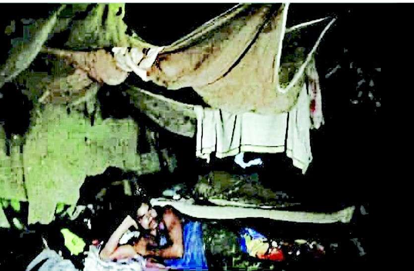 यहां माओवादियों का डर इतना, हेलीकॉप्टर से आता है जवानों का राशन, बारिश में ऐसी होती खुद की सुरक्षा