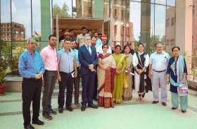 महापौर संयुक्ता भाटिया ने विश्वविद्यालय को दिया आश्वाशन