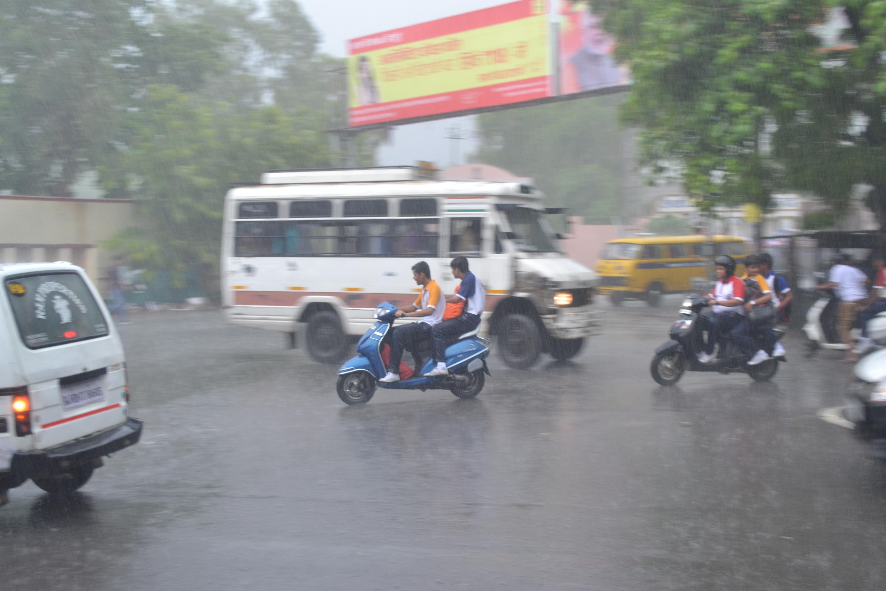 Rain in Ajmer: इंद्रदेव की मेहरबानी, कभी तेज बरसात तो कभी बौछार