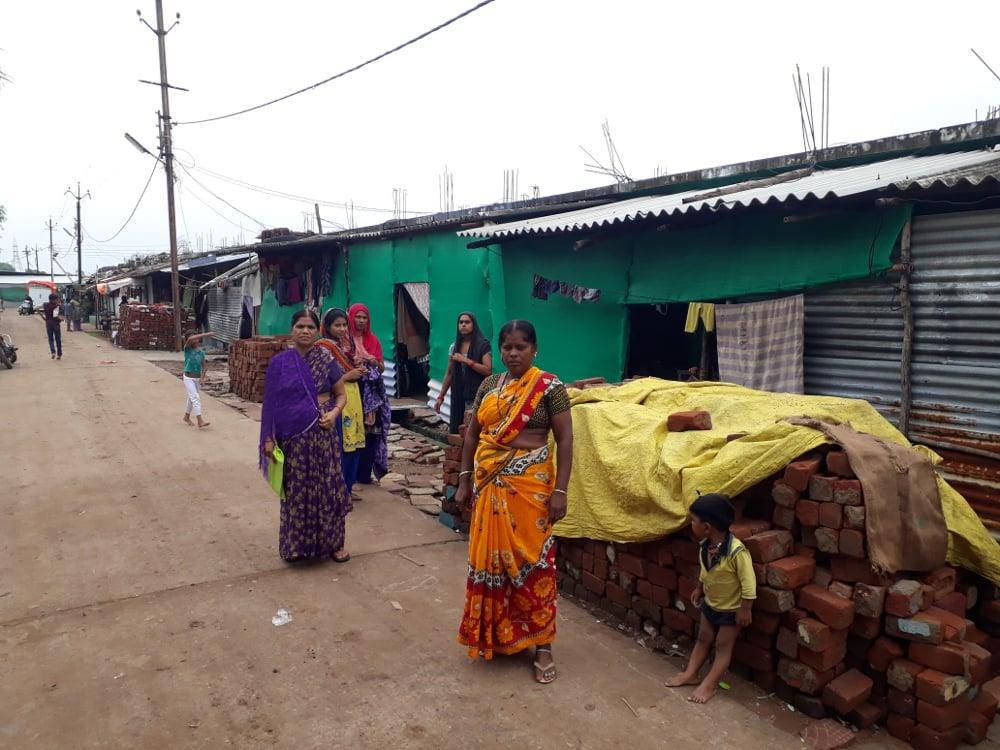 दरके गरीबों के मकान, छतों से टपक रहा पानी