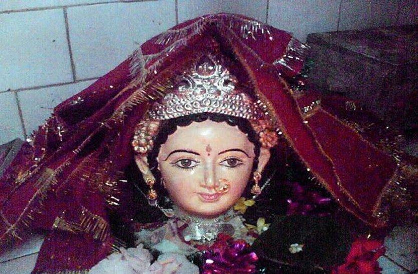 घने जंगल में है देवी का ये मंदिर, इनके चमत्कार जानकर आप रह जाएंगे हैरान
