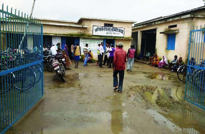 अदिवासी सेवा सहकारी समिति सोहागपुर में खाद संकट, किसान परेशान और बिचौलिए मालामाल
