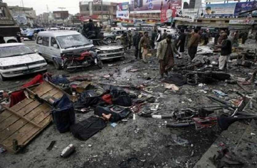 पाकिस्तान में फिर फटा बमः धमाके में चार लोग घायल, कई वाहनों के उड़े परखच्चे
