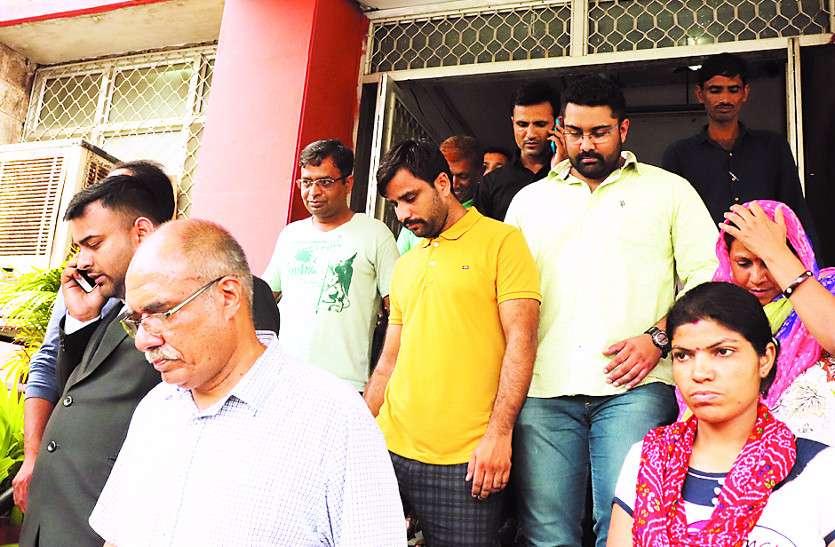 रिश्तेदारों और चहेतों को नौकरी देना पड़ा भारी, तीन पूर्व अधिकारी गिरफ्तार