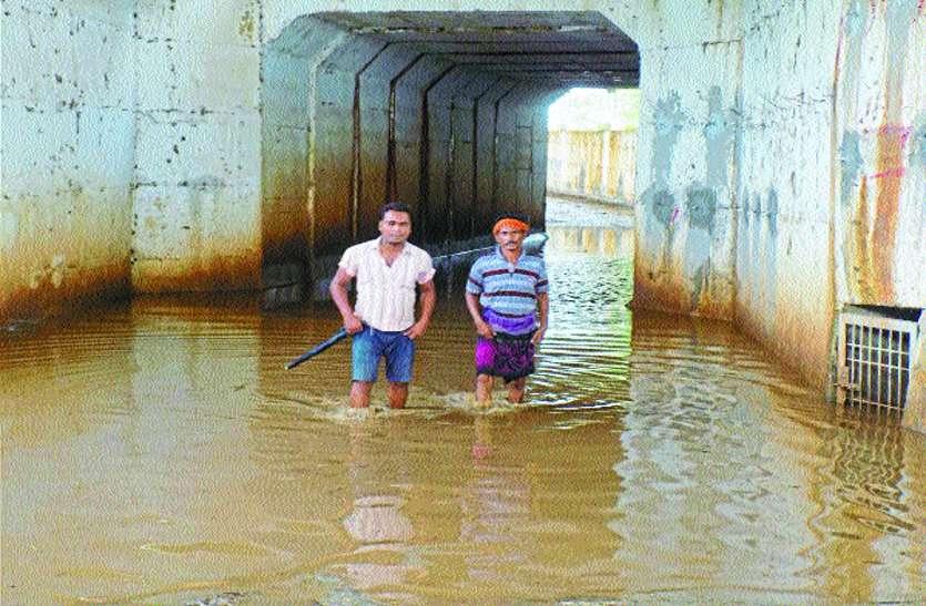 बारिश तो छोड़ों इस जिले के रेलवे अंडर ब्रिज में सालभर भरा रहता है पानी