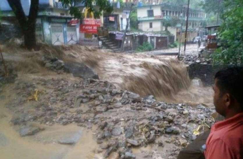 उत्तराखंड में बारिश से तबाही, चमोली में बादल फटने से 2 लोगों की मौत और कई मलबे में दबे