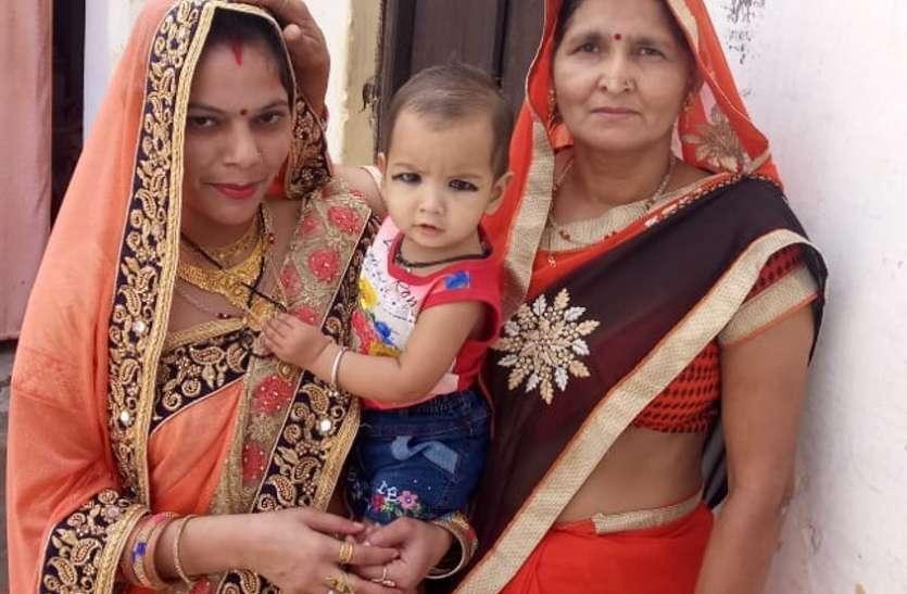 Greater Noida हादसा: बिल्डिंग गिरी तो दादी के सीने से चिपक गई 14 माह की पंखुड़ी पर मौत से बच नहीं पाई