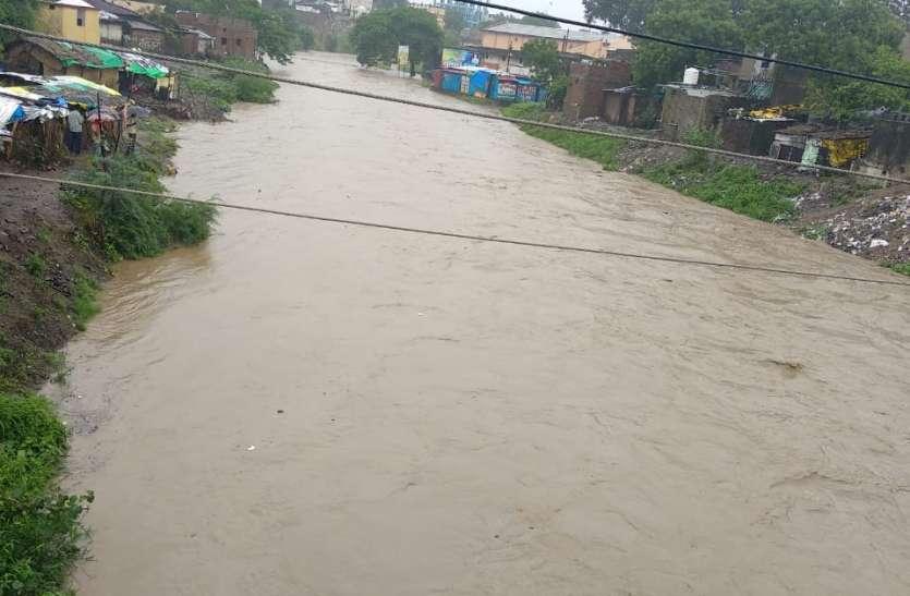 बाढ़ में बह गई किसानों की फसल