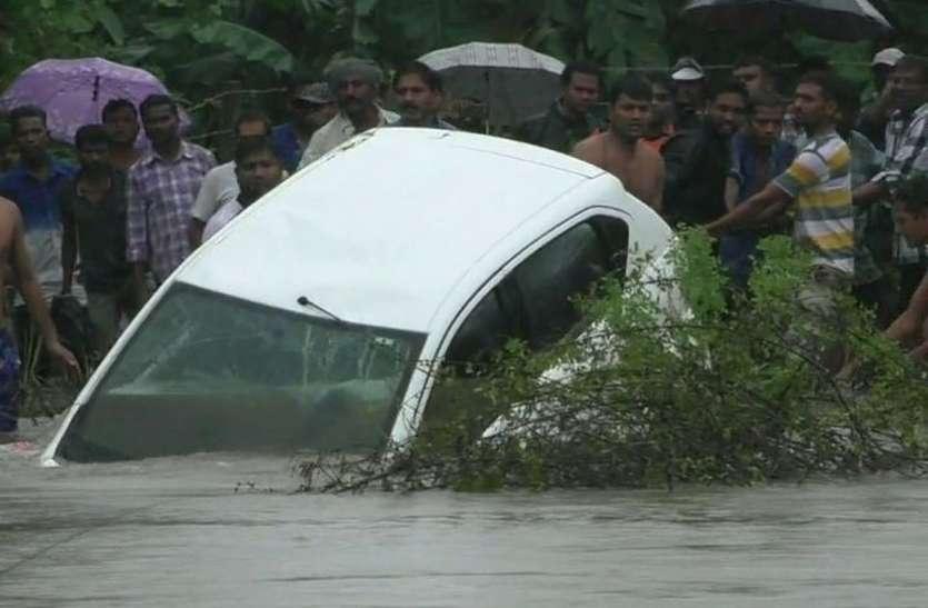 नदी में बह गई कार, चालक की मौत