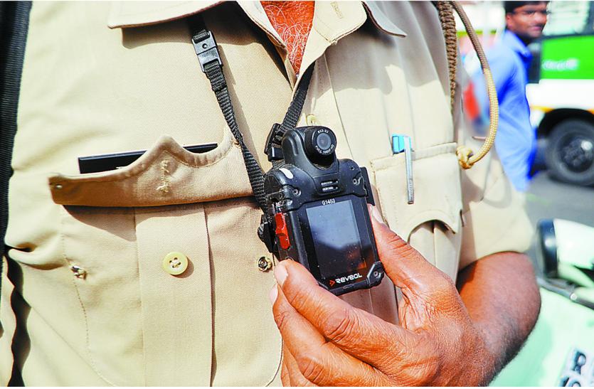 हाईटेक होने जा रही जम्मू-कश्मीर पुलिस,जवानों की वर्दी में लगेंगे कैमरे जो करेंगे जुर्म पर निगरानी