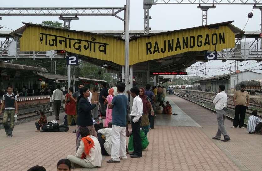 261 ट्रेनों में दी दबिश, 16 लाख रुपए जुर्माना वसूला