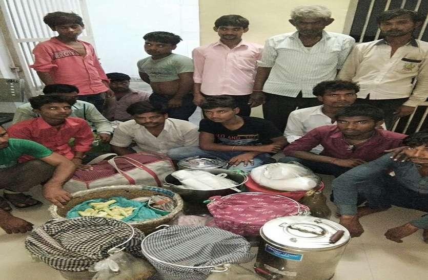 अवैध वेंडरों के खिलाफ रेलवे ने की कार्रवाई, 14 को पकड़कर किया चालान