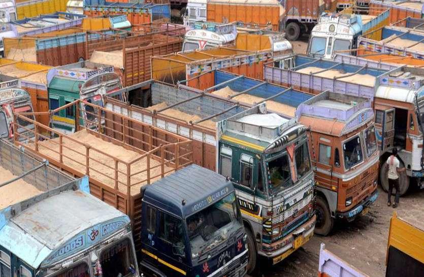 दस हजार ट्रक संचालक आज से हड़ताल पर