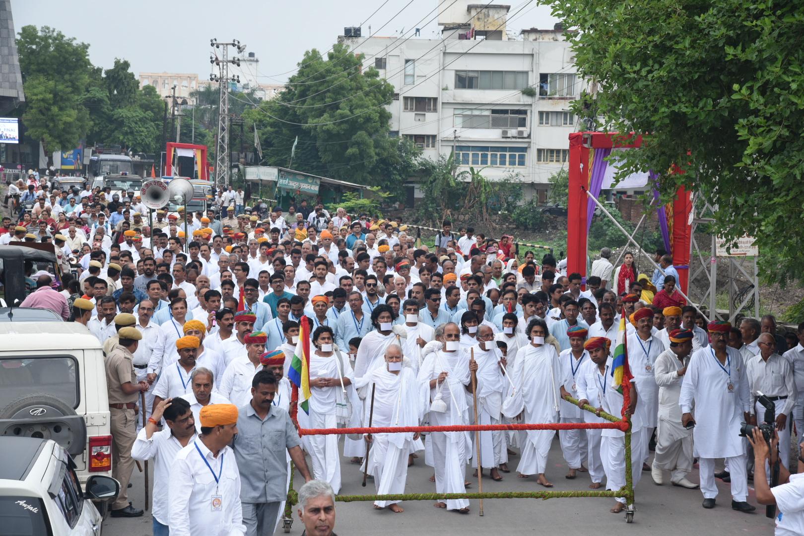 उदयपुर में आचार्य डॉ. शिवमुनि का महाप्रज्ञ विहार में चातुर्मासिक प्रवेश, अगवानी को उमड़े शहरवासी